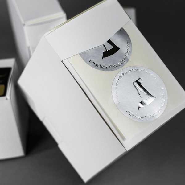 Prägeetiketten rund 80 mm | runde Etiketten mit elegantem Heißfolienprägedruck